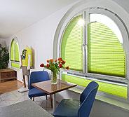 Plissees für runde Fenster